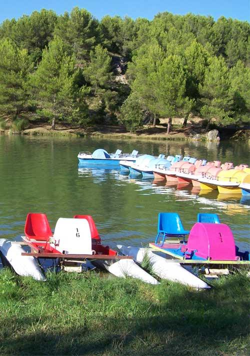 activite-exterieure-parc-aquviva-pedalo-lac-de-la-cavayere